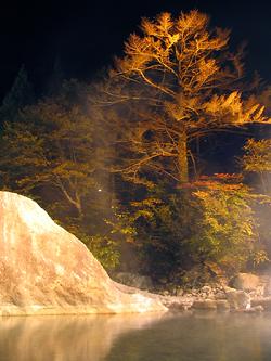 新穂高温泉紅葉ライトアップ